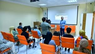 Başkan Çınar, Yeşilyurt Kent Konseyi Tarafından Açılan Fotoğrafçılık Kursunu Ziyaret Etti